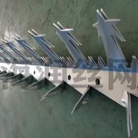 海润公司生产镀锌大号刺钉五星状尖刺护栏往顶部防盗防爬刺
